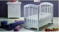 Советы молодым родителям: как выбрать детскую кроватку с маятником?